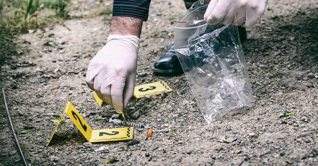 Biologia forense - Coleta de amostras no local do crime.