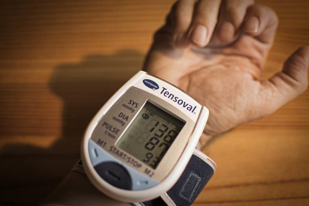 Pressão arterial - Aparelho semiautomático