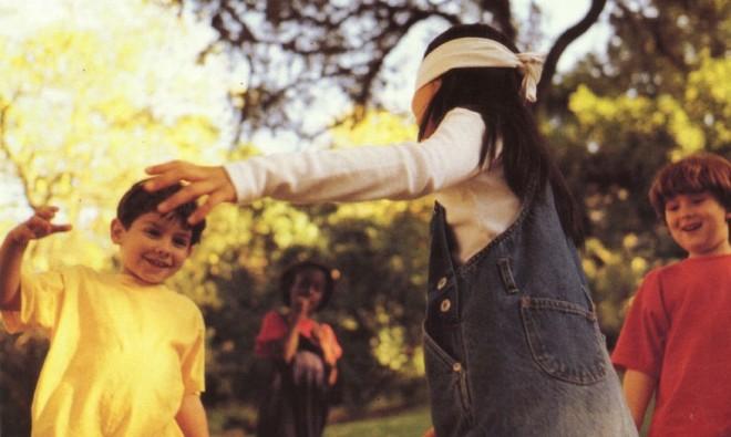 Brincadeira infantil cabra cega