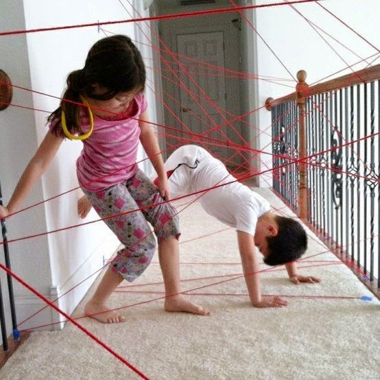 Brincadeira infantil raio laser