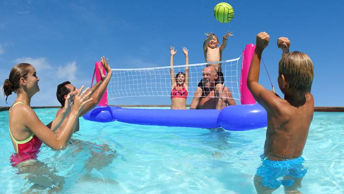 Brincadeiras na piscina - Vôlei aquático