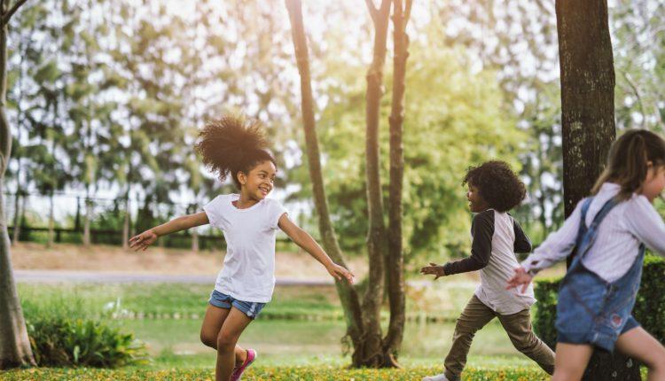 Crianças brincando
