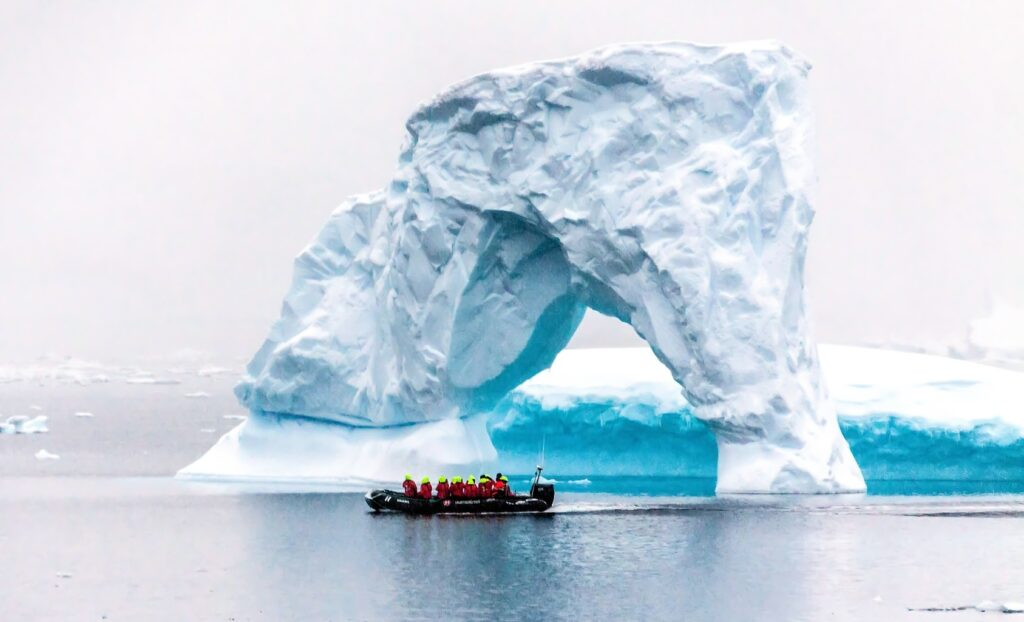 Arco de gelo na Antártida
