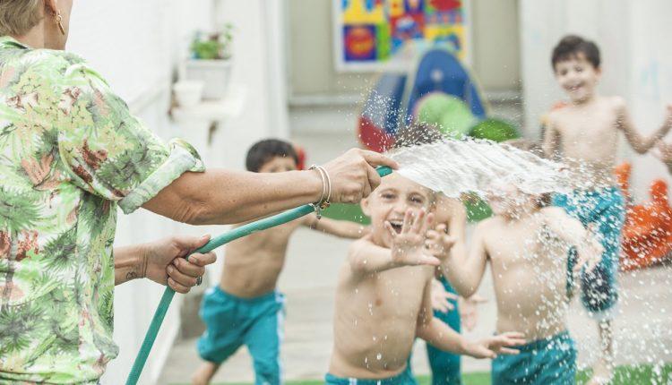 Brincadeiras com água