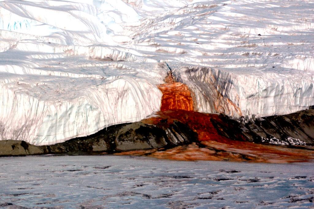 Cachoeira de sangue na Antártida