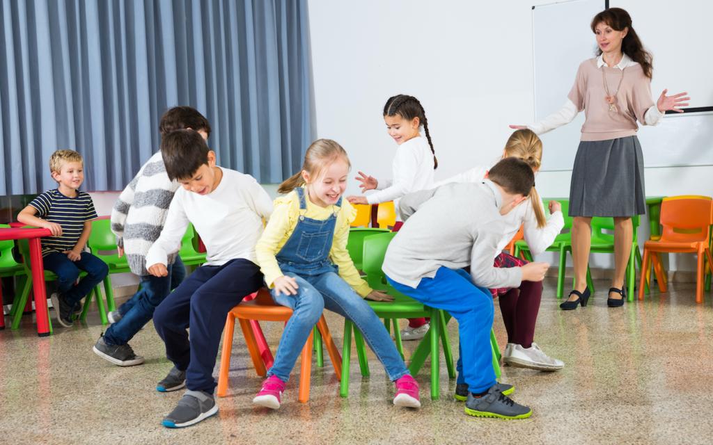 Dança das cadeiras infantil