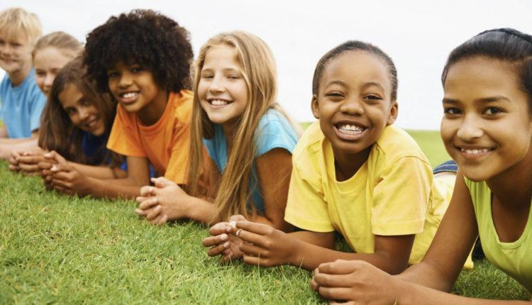 Jovens em grupo - Nomes para grupos de amigos