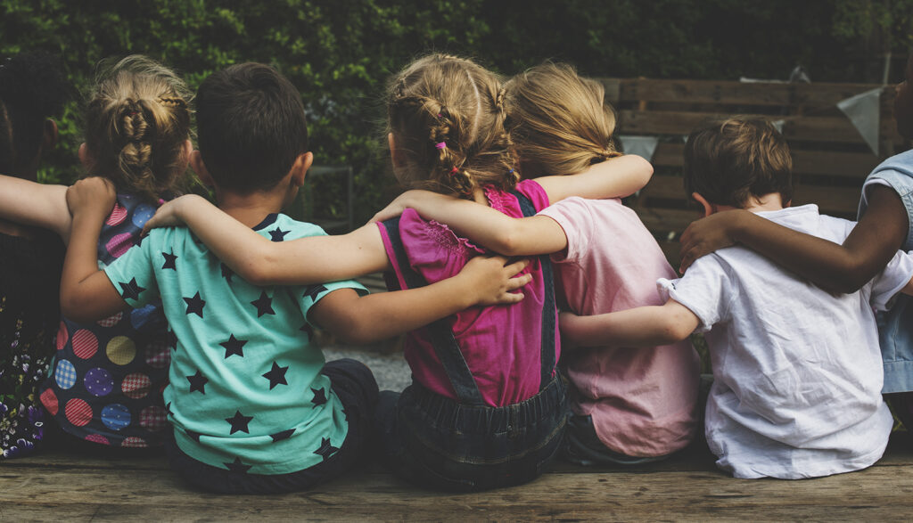 Crianças em círculo